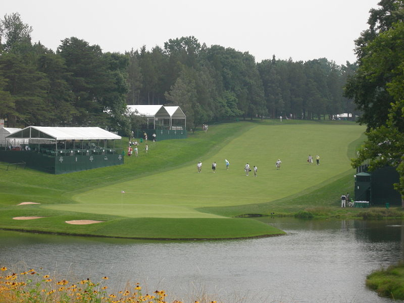 800px-Congressional18thHole