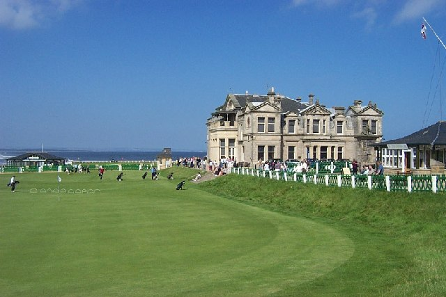 18th_Green_and_Clubhouse